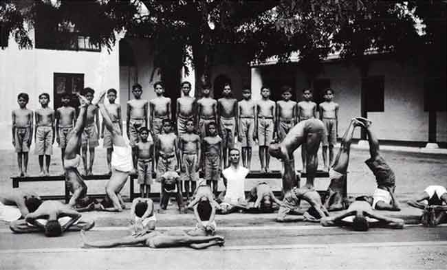 Krishnamacharya and students 1934