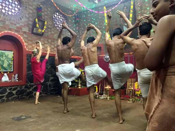 flowing namaskar of kalaripayatu