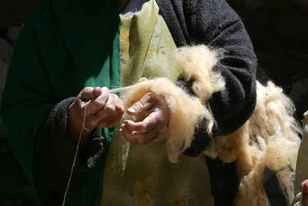 Hands spinning wool
